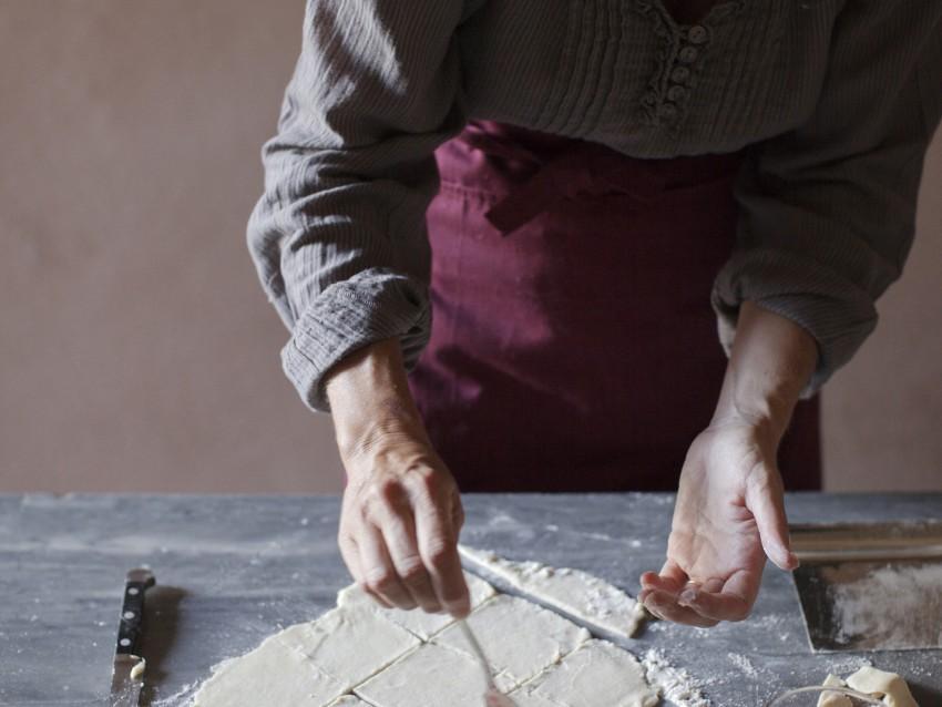 biscotti-a-lune-saracene-ripieni-di-marmellata foto