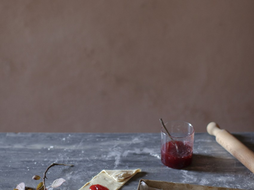 biscotti-a-lune-saracene-ripieni-di-marmellata immagine