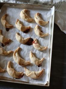 I biscotti a Lune Saracene ripieni di Marmellata