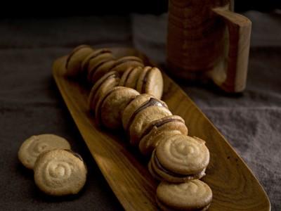 biscotti farciti alla crema