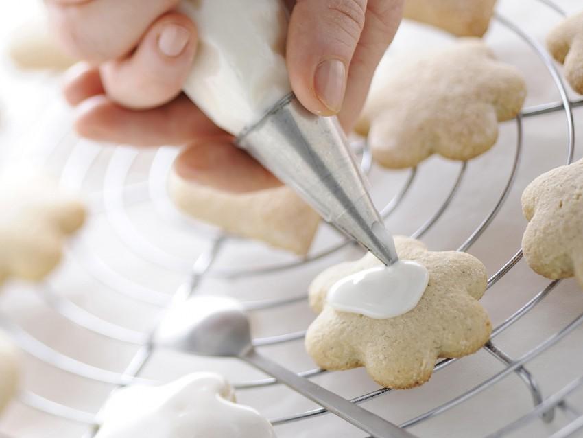 biscotti glassati con confettini e cioccolato Sale&Pepe immagine