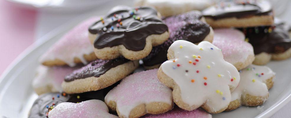 biscotti glassati con confettini e cioccolato Sale&Pepe