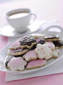 Biscotti glassati con confettini e cioccolato