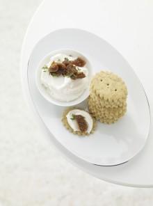 I biscottini alle mandorle con formaggio di capra e composta di fichi secchi