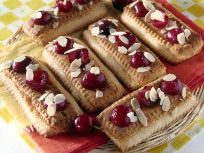 biscottini-con-ciliegie-e-marzapane