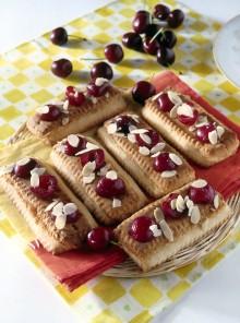 Biscottini con ciliegie e marzapane