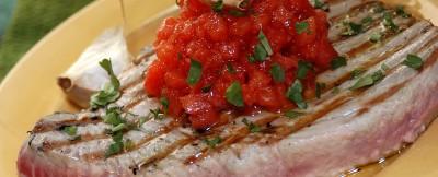bistecche di tonno all'aglio foto