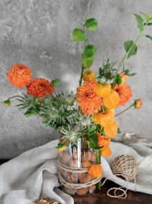 Bouquet di noci e dalie