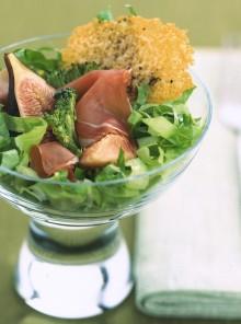 I broccoletti con prosciutto, fichi e cialde di grana