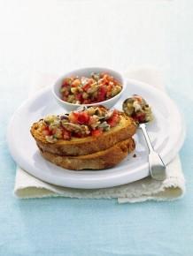 bruschette-con-vongole-melanzane-e-pomodori