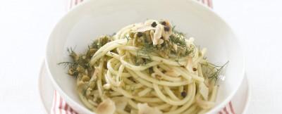 bucatini-con-olive-verdi-pinoli-e-finocchietto
