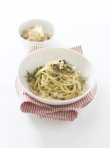 I bucatini con olive verdi, pinoli e finocchietto
