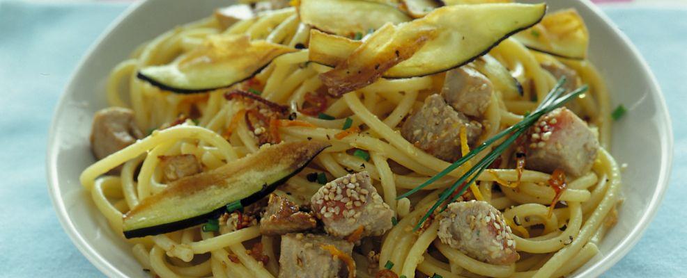 bucatini con tonno e melanzane fritte Sale&Pepe ricetta