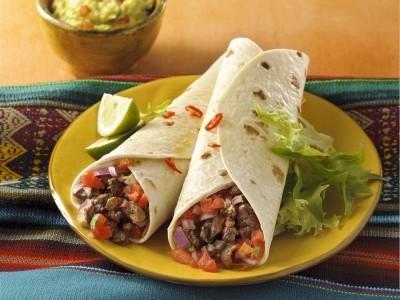 burrito-di-manzo-con-salsa-tomato-e-guacamole
