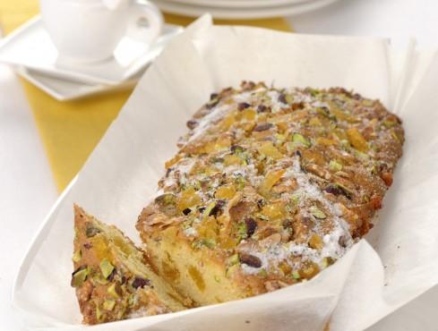 cake-allo-yogurt-con-crosta-di-noci-e-pistacchi