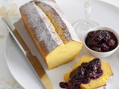 cake-di-farina-gialla-con-composta-di-more