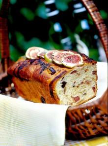La cake di prosciutto, olive e fichi