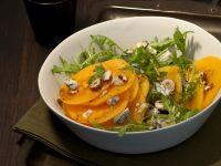 carpaccio di cachi con gorgonzola piccante, rucola e nocciole Sale&Pepe
