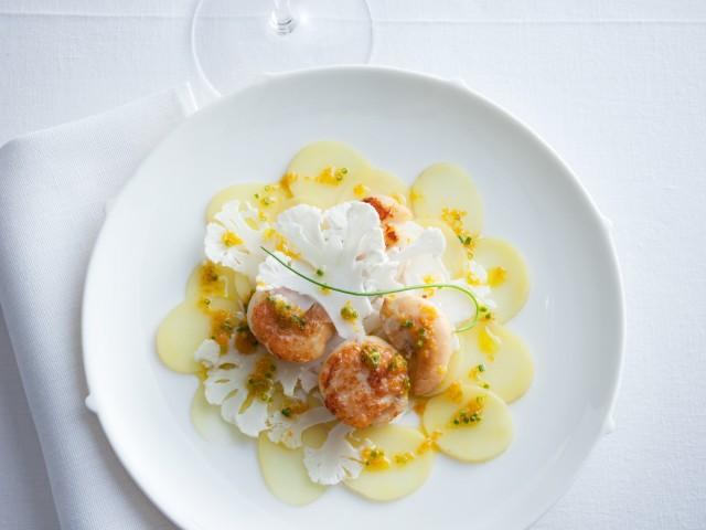 carpaccio di cavolfiore e patate con noci di capesante all'arancia