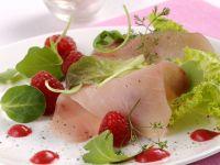 carpaccio-di-pesce-spada-con-salsa-agra-di-lamponi