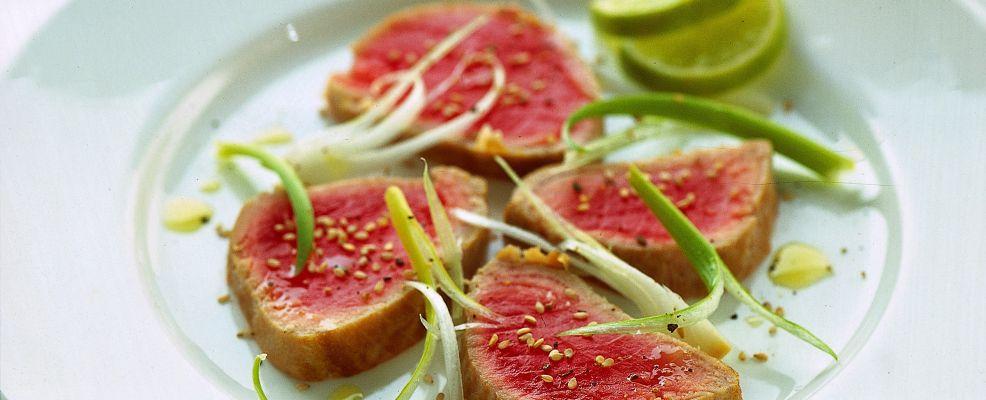 carpaccio di tonno e cipollotti Sale&Pepe ricetta