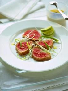 Carpaccio di tonno e cipollotti
