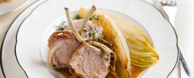 carre-di-agnello-con-lindivia-al-sidro ricetta