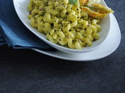 cellentani-con-crema-di-fave-al-pepe-nero ricetta