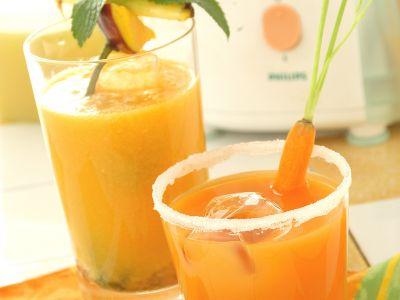 centrifugato di carote e mele foto