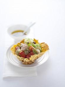Cestini con insalata di peperoni e tonno