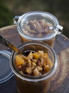 Il chutney di mele, cipolle e uvetta