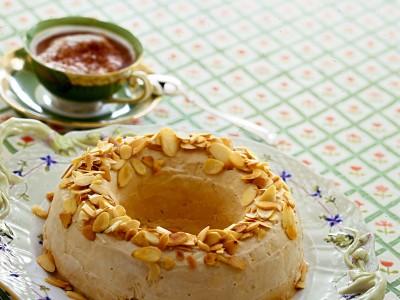 ciambella-di-panna-e-meringa-al-caffe