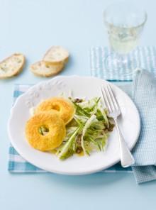 Ciambelline al pecorino con insalata di puntarelle