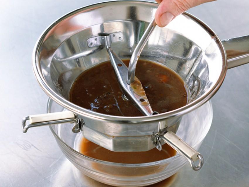 civet-di-coniglio-al-vino-rosso-e-spezie preparazione
