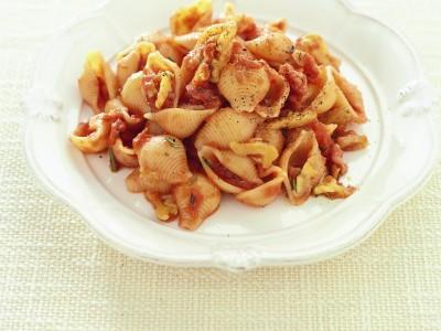 conchiglie-con-pancetta-noci-e-rosmarino ricetta