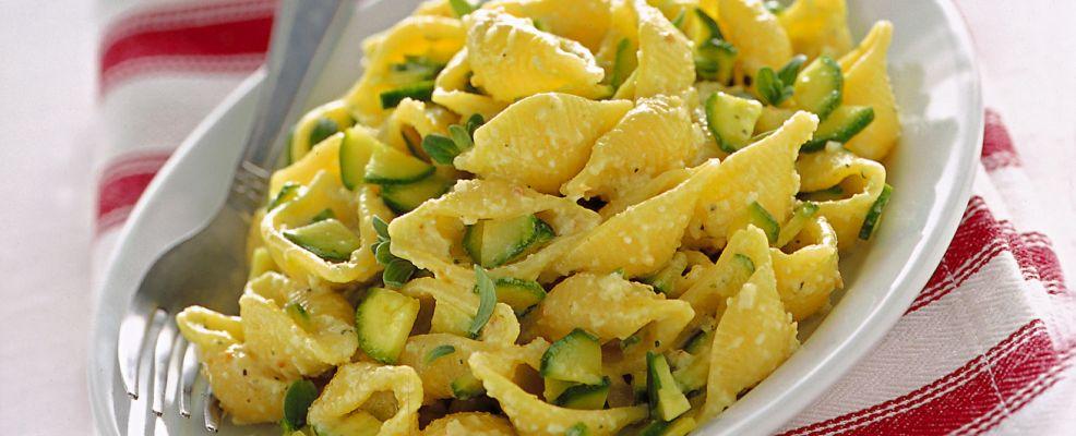 conchiglie-con-zucchine-maggiorana-e-mandorle