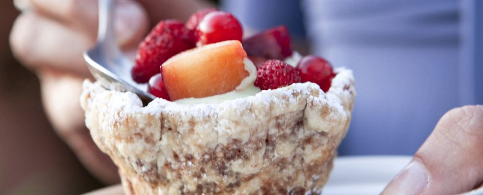coppette,con,frutta,e,gelato