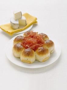 La corona di paninetti con semi di cumino