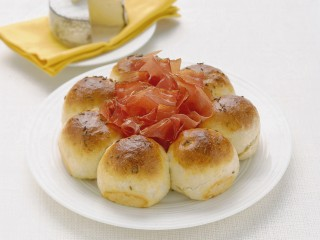 corona-di-paninetti-con-semi-di-cumino