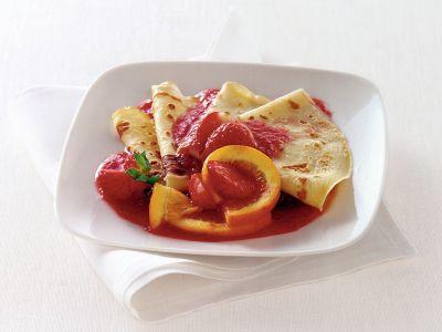 crepes suzettes all-arancia con salsa di fragole ricetta