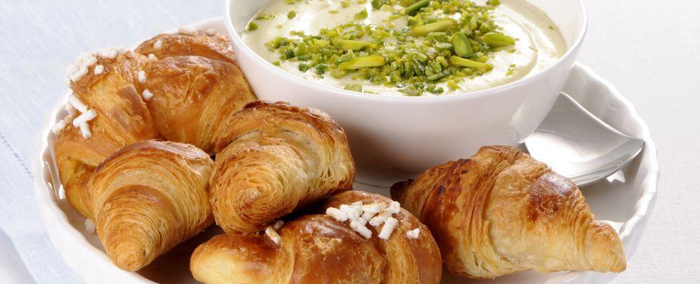 croissant-mignon-con-fonduta-ai-pistacchi