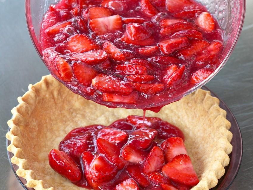 crostata-di-fragole-al-kirsch foto