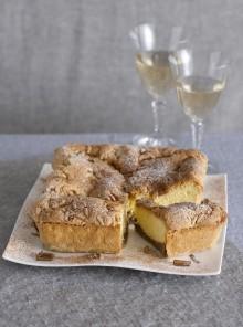 La crostata doppia con pinoli e crema alla cannella