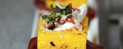 crostoni-di-polenta-con-bresaola-e-ricotta-al-ginepro
