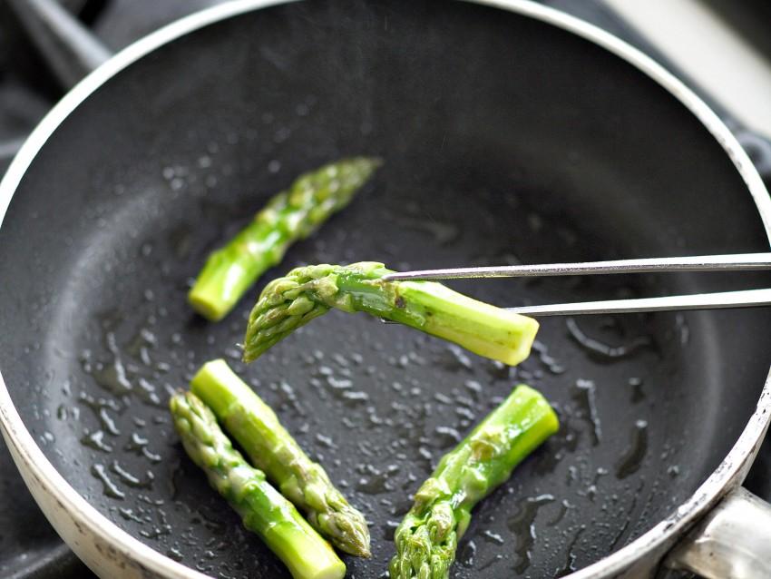cubi-di-vitello-marinato-alla-salvia-con-asparagi immagine