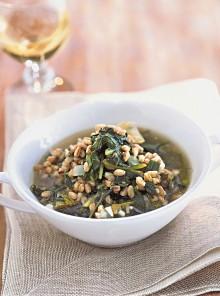 Zuppa di erbe miste e farro agli aromi
