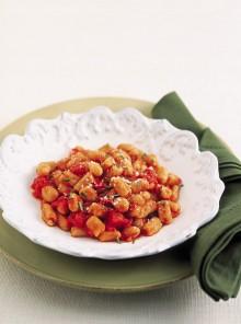 Gli gnocchi di farina e pane con sugo di fagioli