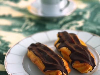 eclairs-farciti-con-crema-al-cioccolato