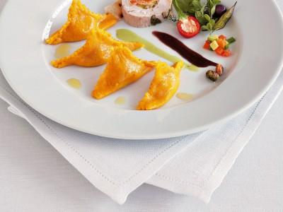 fagottini-alla-faraona-in-salsa-ai-pistacchi preparazione