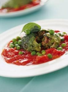 I fagottini di lattuga in salsa di pomodoro